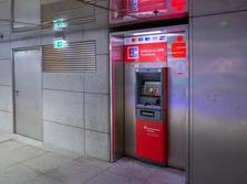 Sparkasse Geldautomat Münchner Freiheit, U-Bahn Zwischengeschoß