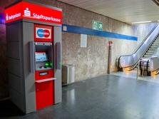 Sparkasse Geldautomat Universität, U-Bahn Zwischengeschoß