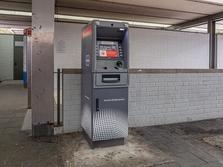 Sparkasse Geldautomat Olympiazentrum, Oberfläche, U-Bahn Station